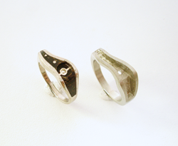 photo of a ring on the left with Black Coral and the a duplicate ring with no inlay.